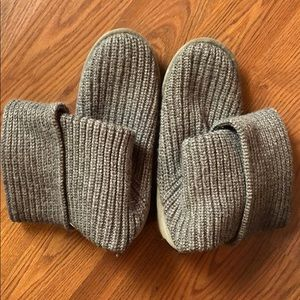 Grey knit uggs